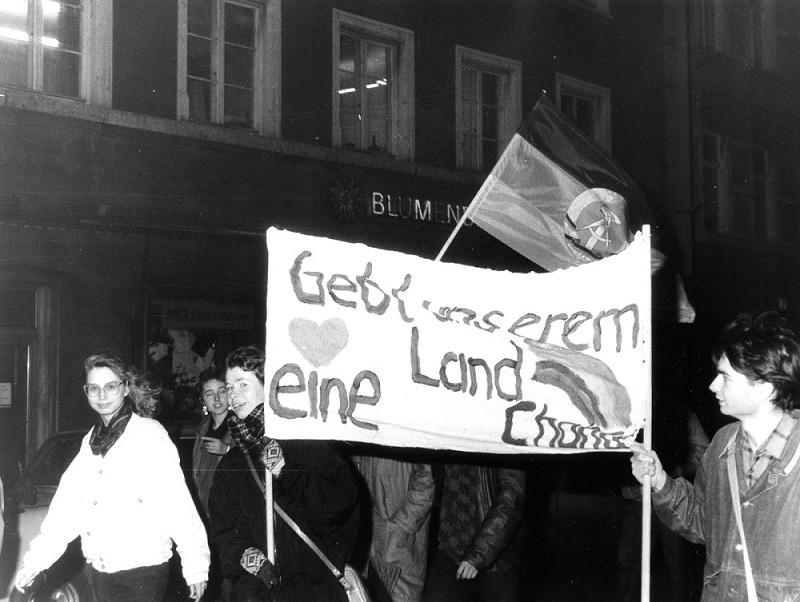 Demonstration in Weimar am 19. Dezember 1989, Foto und Bildrechte: Klaus Bergmann