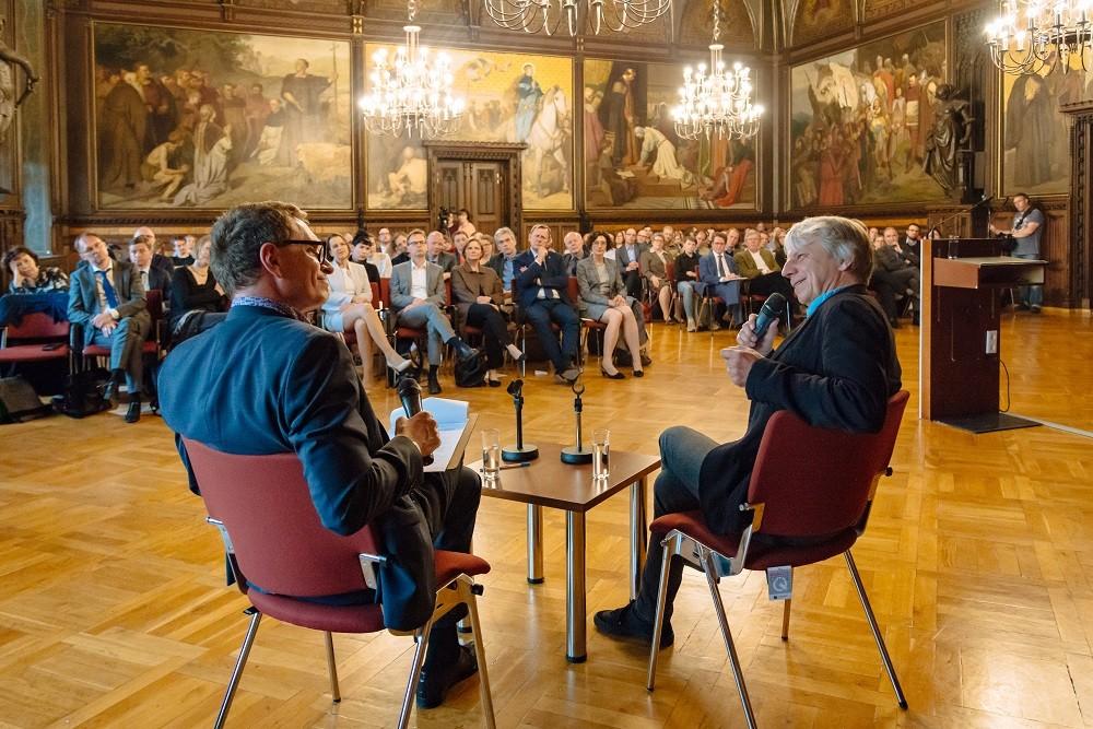 Andreas Dresen im Gespräch mit Axel Doßmann, Erfurt, 23.4.2019, Foto: Henry Sowinski