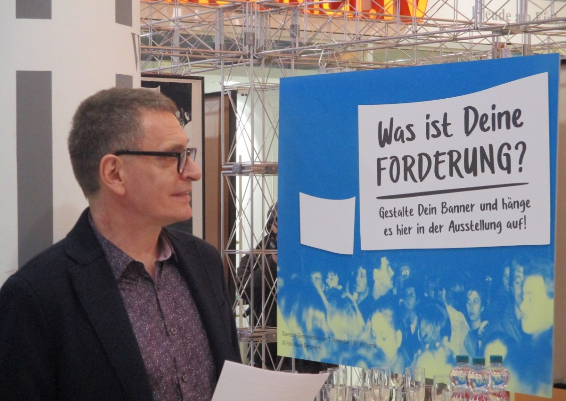 Dr. Axel Doßmann erörtert das Konzept, Foto: Gero Fedtke